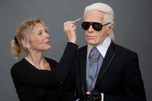 Der letzte Feinschliff an Karl Lagerfeld